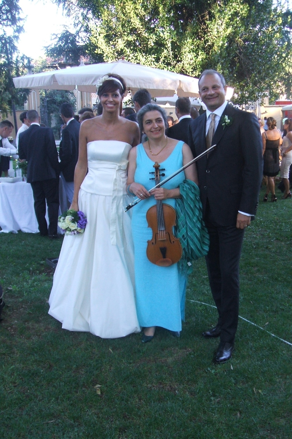 Wedding Musician at a wedding reception in the park