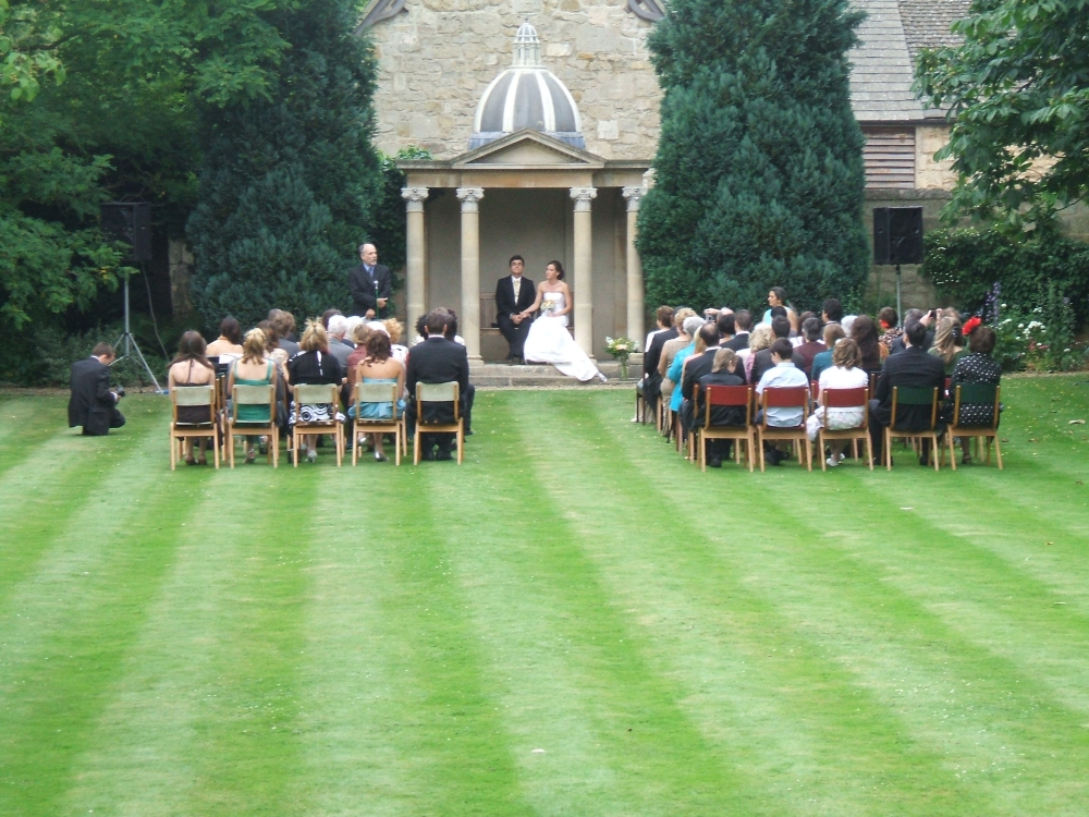 Professional wedding musician in Oxford St. John's College for ceremony in the garden. Violin, viola. Ceremony, reception, your favourite music played on the mellow viola