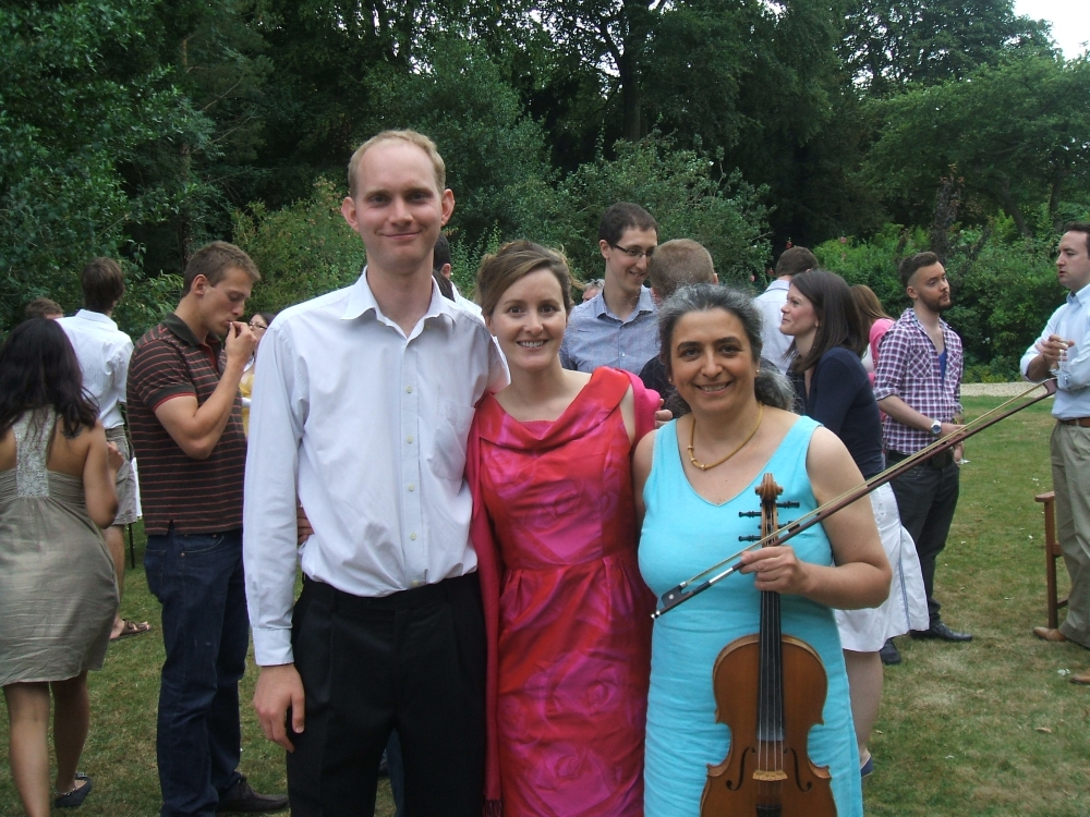 Music for an engagement garden party with music played by professional wedding musician in Oxford. Ceremony, reception, your favourite music played on the mellow viola