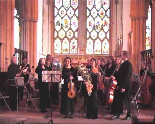 La violinista Caroline Duffner e la violista Monica Cuneo eseguono la Sinfonia concertante per violino, viola e orchestra di Mozart