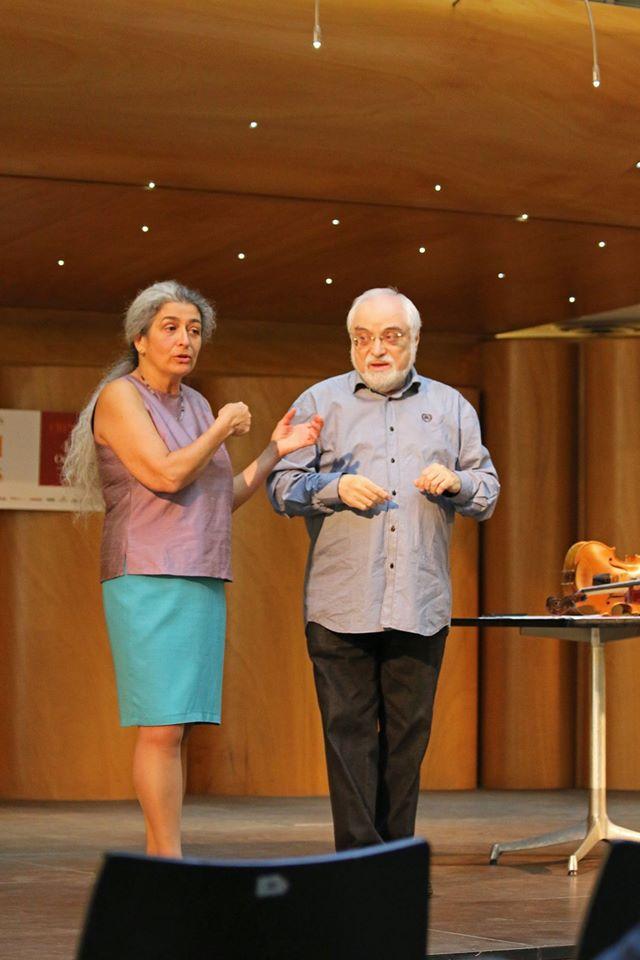 Seminario sul Nuovo Approccio Havas tenuto al Congresso Internazionale sulla Viola a Cremona da Monica Cuneo