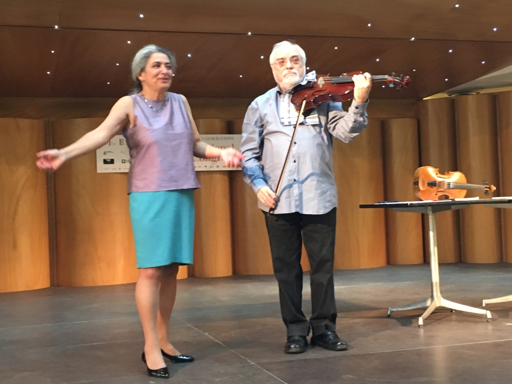 Seminario sul Nuovo Approccio tenuto al 43° Congresso Internazionale sulla Viola a Cremona da Monica Cuneo. Qui con Maestro Mikhail Kugel
