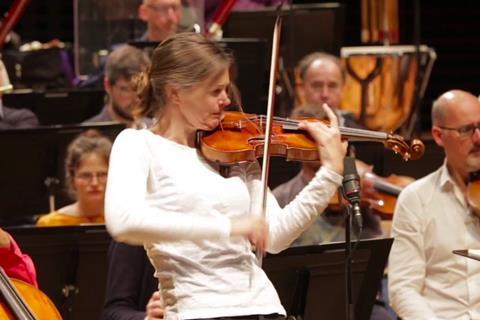 Violinist Janine Jansen injury causes her to cancel concerts. Is it possible to play without injuries?