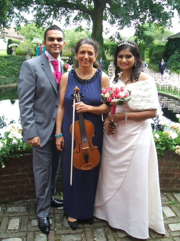 Asian wedding ceremony in a garden with Bolliwood songs. Couple and professional wedding musician in Oxford. Ceremony, reception, your favourite music played on the mellow viola